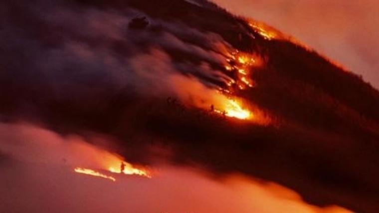 一夜限りの炎の絶景!幻想的な春到来の風物詩